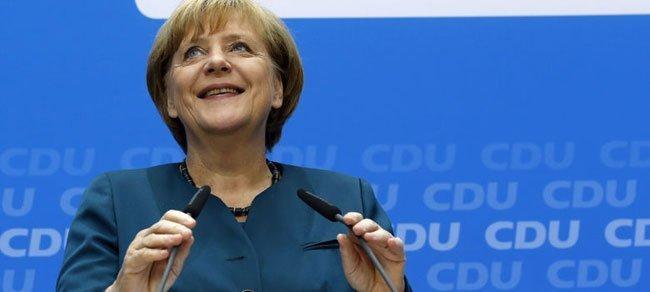 Merkel sonríe durante una rueda de prensa (Reuters)