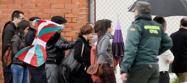 La etarra Inés del Río sale de la cárcel. (Efe)