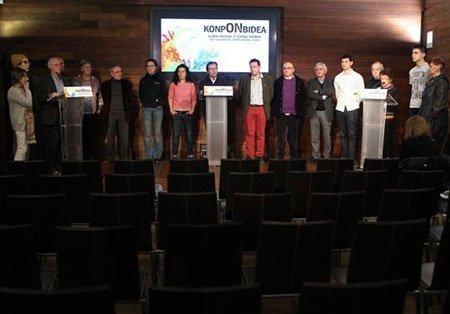 """Acto de presentación de un documento para invitar a """"una reflexión y trabajo conjunto"""" sobre derechos de presos de ETA. / Javier Etxezarreta (EFE)"""