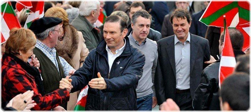Juan José Ibarretxe y Artur Mas en 2009 (EFE)