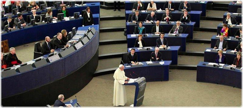 El Papa Francisco, durante su intervención ante el Parlamento Europeo. (Efe)