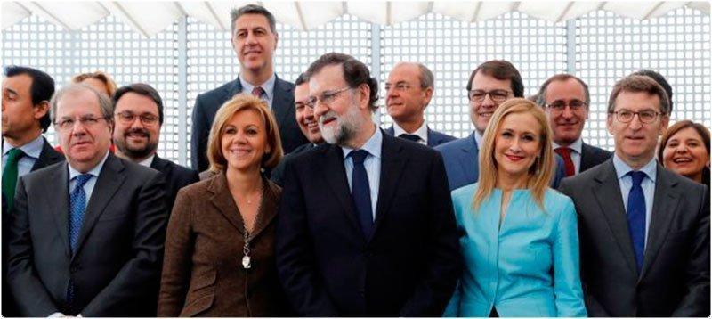 Mariano Rajoy con los líderes regionales de su partido en una imagen de febrero de 2018. EFE/Juan Carlos Hidalgo