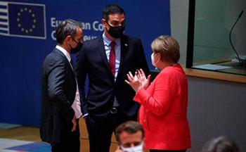 Sanchez y Merkel durante las negociaciones en la UE