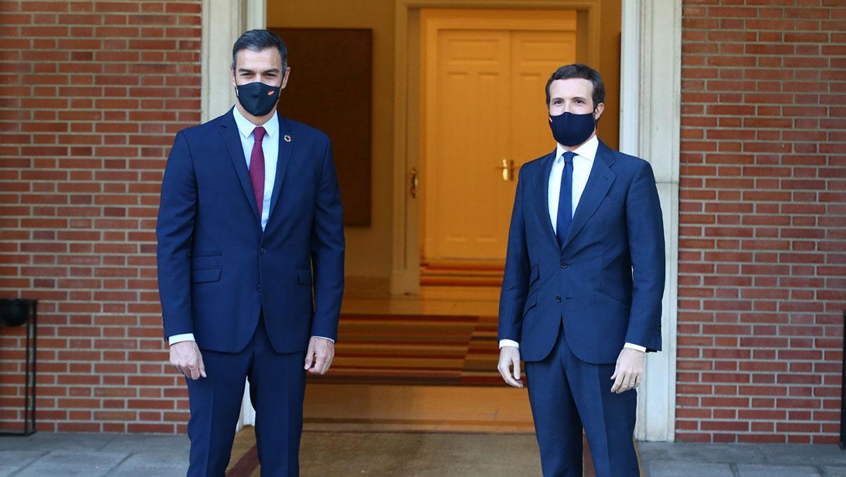Pedro Sánchez y Pablo Casado en La Moncloa Europa Press