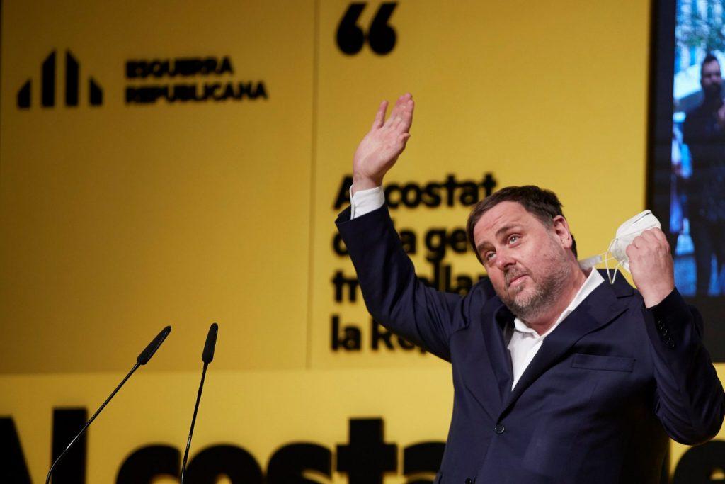 MANRESA (BARCELONA), 10/02/2021.- El presidente de Esquerra, Oriol Junqueras, ofrece un discurso durante un mitin de Esquerra Republicana de Catalunya (ERC) en Manresa, este miércoles. EFE/Alejandro García