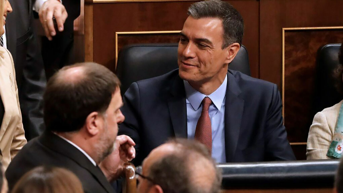 Pedro Sánchez y Oriol Junqueras, en las votaciones para constituir la mesa del Congreso en mayo de 2019.