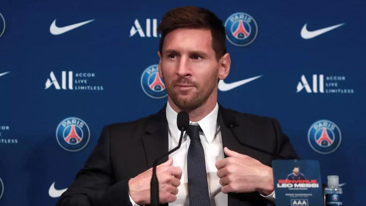 El futbolista Lionel Messi durante la rueda de prensa de presentación en el PSG